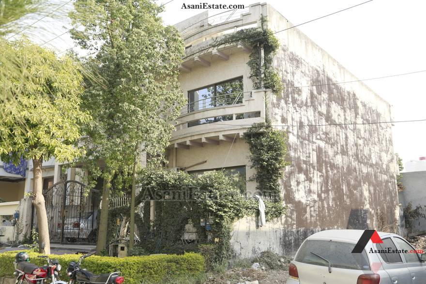 Outside View 35x65 feet 10 Marlas portion for rent Islamabad sector E 11